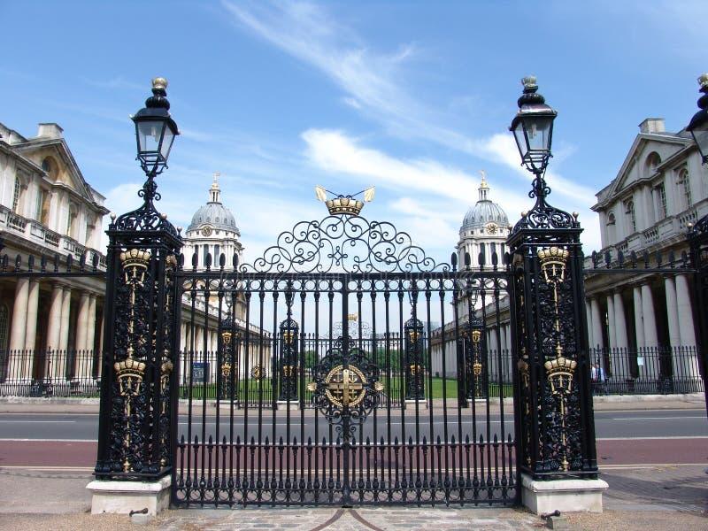 Παλαιές βασιλικές πύλες κολλεγίου ομφαλών στοκ εικόνες