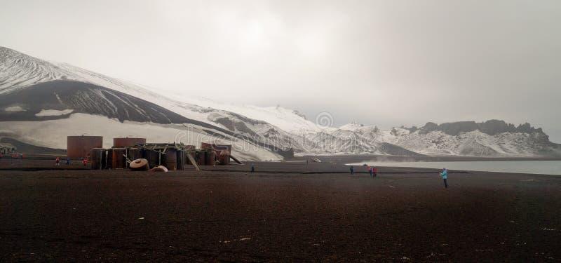 Παλαιές δομές σταθμών κυνηγιού φάλαινας στο νησί εξαπάτησης στην Ανταρκτική στοκ φωτογραφίες με δικαίωμα ελεύθερης χρήσης