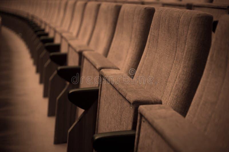 Παλαιές καρέκλες θεάτρων στοκ εικόνες με δικαίωμα ελεύθερης χρήσης