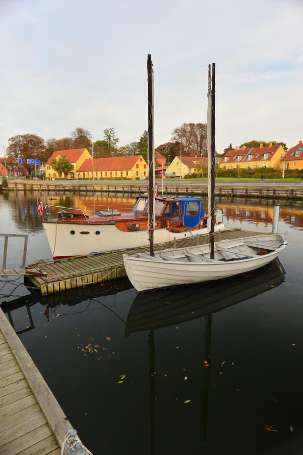 Παλαιές ξύλινες δανικές βάρκες σε Nakskov, Δανία στοκ εικόνα με δικαίωμα ελεύθερης χρήσης
