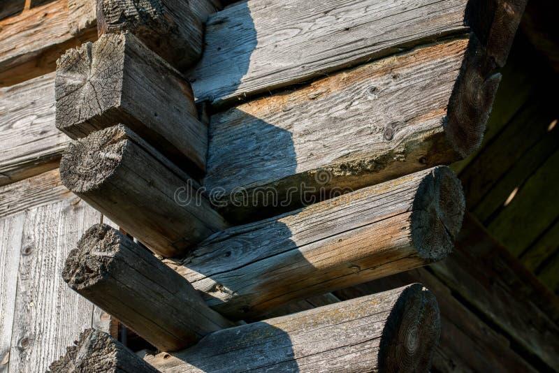 Παλαιές παραδοσιακές ξύλινες ακτίνες και ενώσεις σιταποθηκών στοκ εικόνες με δικαίωμα ελεύθερης χρήσης