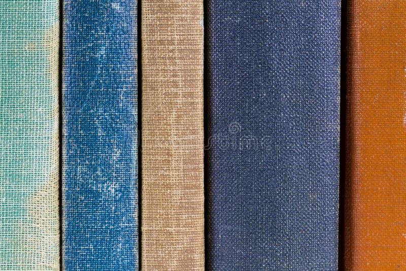 παλαιές σπονδυλικές στήλες βιβλίων στοκ εικόνα