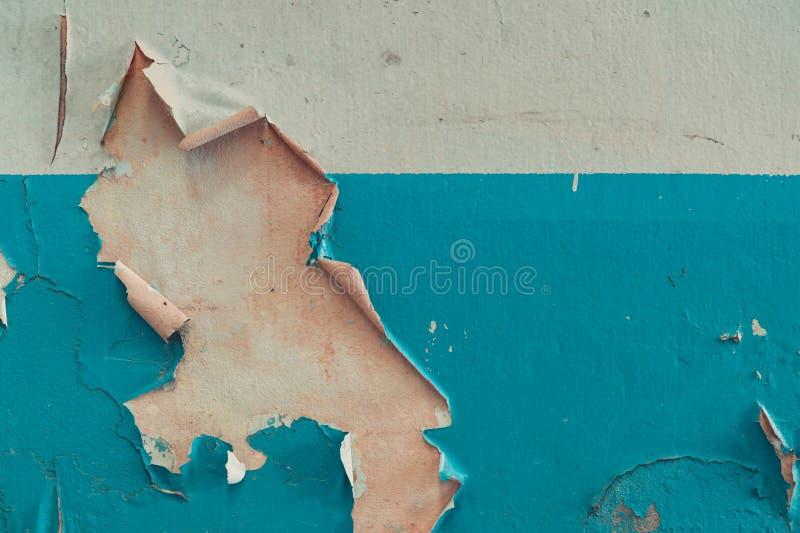 Παλαιοί άσπροι και μπλε τοίχοι τσιμέντου χρωμάτων αποφλοίωσης χρώματος Παλαιό και βρώμικο υπόβαθρο σύστασης συμπαγών τοίχων με το στοκ φωτογραφίες