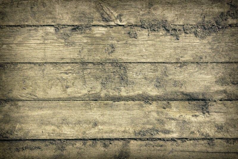 Παλαιοί ξύλινοι καταπονημένοι πίνακες που χτυπιούνται από κοινού Γρατσουνισμένη και ραγισμένη επιφάνεια με την ξηρά λάσπη Παλαιό, στοκ φωτογραφία με δικαίωμα ελεύθερης χρήσης