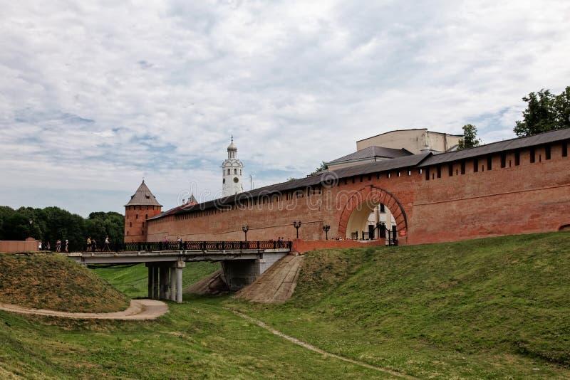 Παλαιοί πόλης τοίχοι και πύργοι των πόλης τοίχων Veliky NovgorodOld και πύργοι Veliky Novgorod, Ρωσία στοκ εικόνες