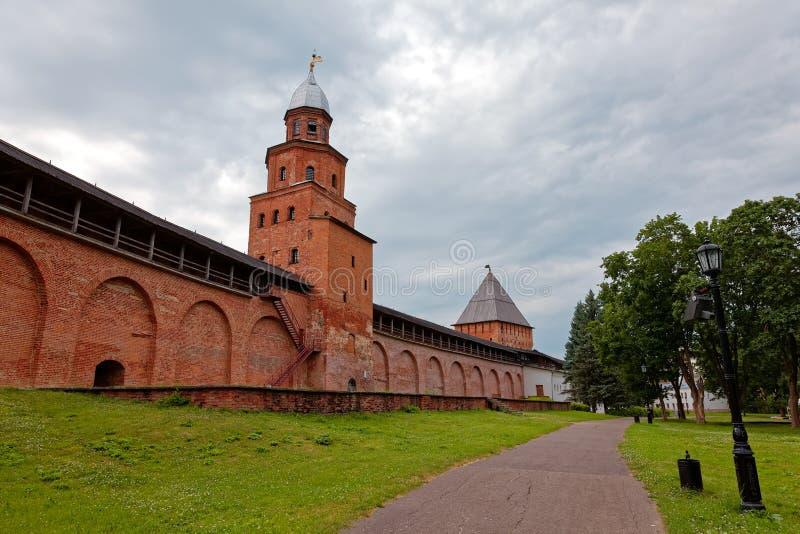 Παλαιοί πόλης τοίχοι και πύργοι Veliky Novgorod, Ρωσία στοκ φωτογραφία με δικαίωμα ελεύθερης χρήσης