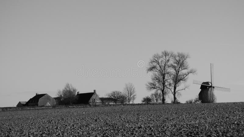 Παλαιός ανεμόμυλος στο pitgam, Γαλλία στοκ φωτογραφία με δικαίωμα ελεύθερης χρήσης