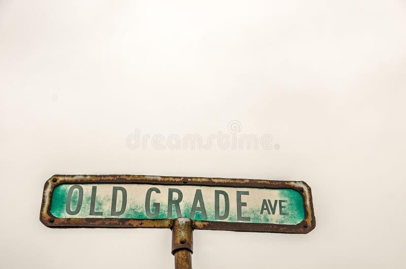 Παλαιός βαθμός σημάδι οδών Ave στοκ εικόνες