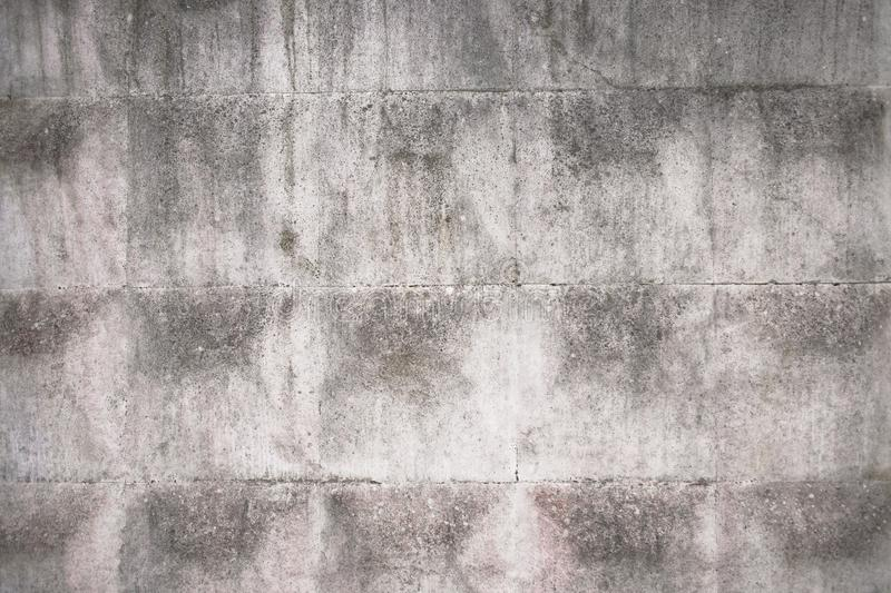 Παλαιός γκρίζος συγκεκριμένος φράκτης με το γεωμετρικό σχέδιο στοκ φωτογραφία με δικαίωμα ελεύθερης χρήσης