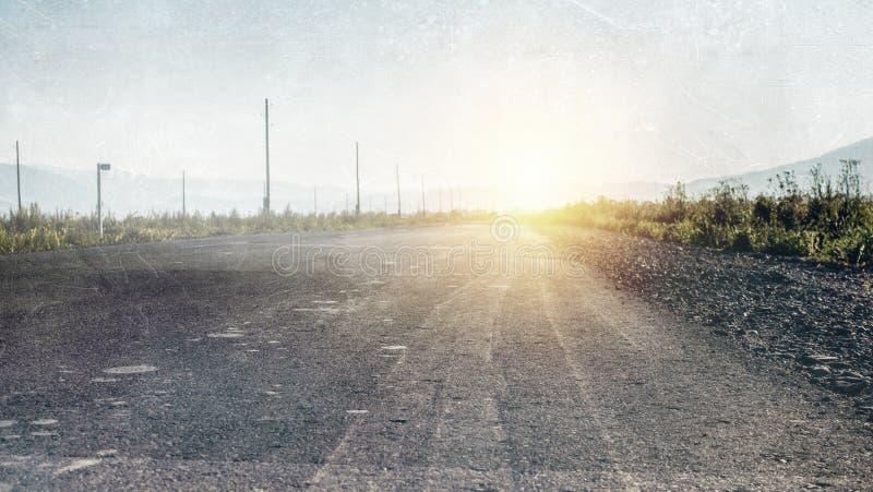 Παλαιός εγκαταλειμμένη χωρών κατ' ευθείαν δρόμος στοκ εικόνα με δικαίωμα ελεύθερης χρήσης