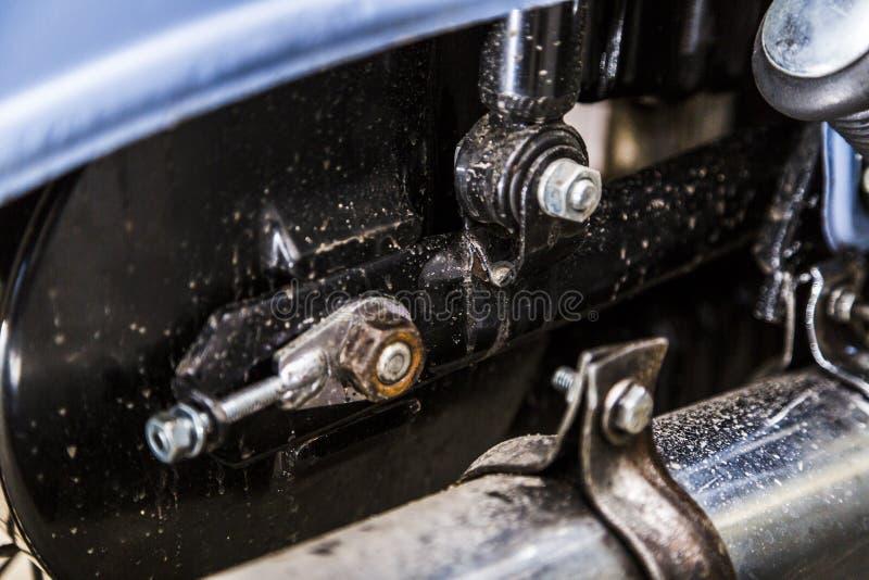 Παλαιός εκλεκτής ποιότητας αναδρομικός στενός επάνω σωλήνων εξάτμισης μοτοσικλετών στοκ φωτογραφίες