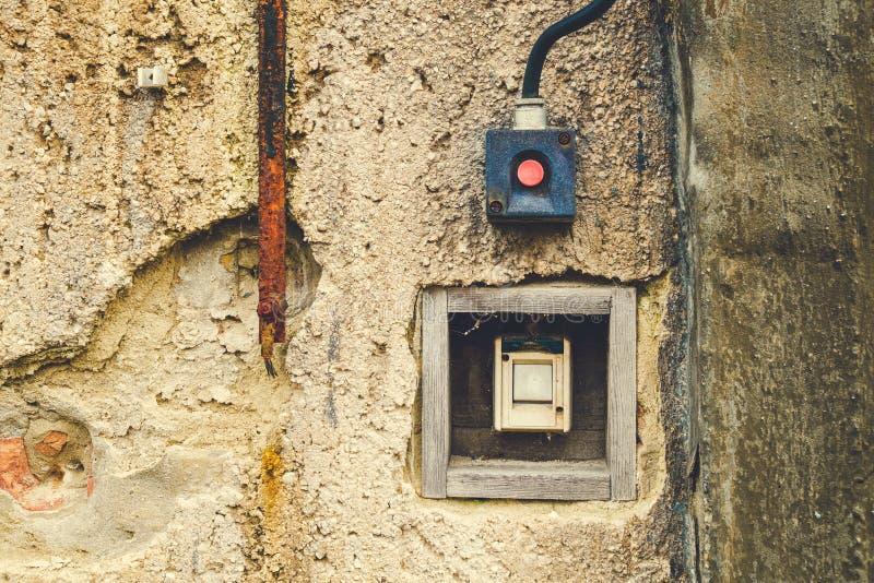 Παλαιός ηλεκτρικός διακόπτης στοκ φωτογραφίες με δικαίωμα ελεύθερης χρήσης