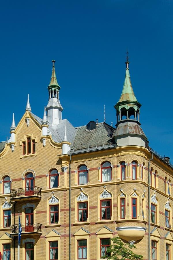 παλαιός κίτρινος κτηρίου διαμερισμάτων στοκ φωτογραφίες με δικαίωμα ελεύθερης χρήσης