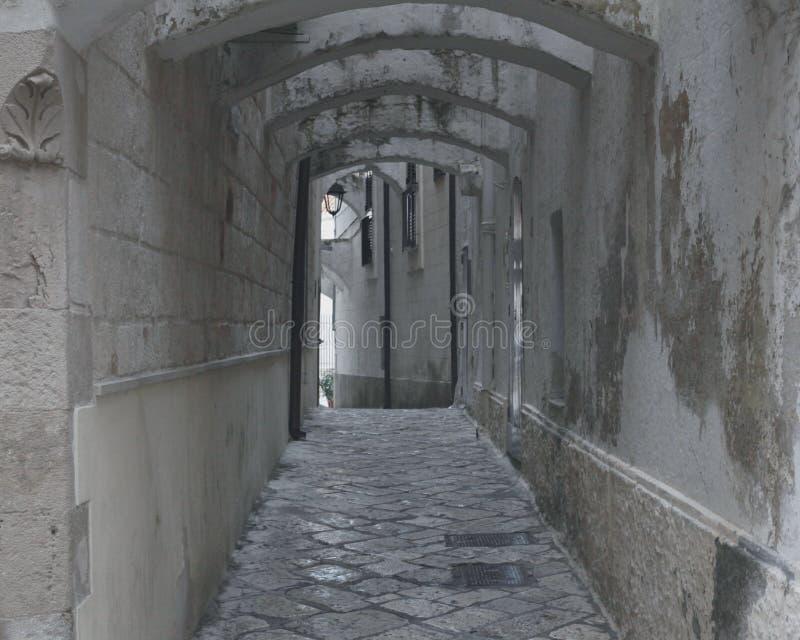 Παλαιός κλειστοφοβικός οδών στοκ εικόνα με δικαίωμα ελεύθερης χρήσης