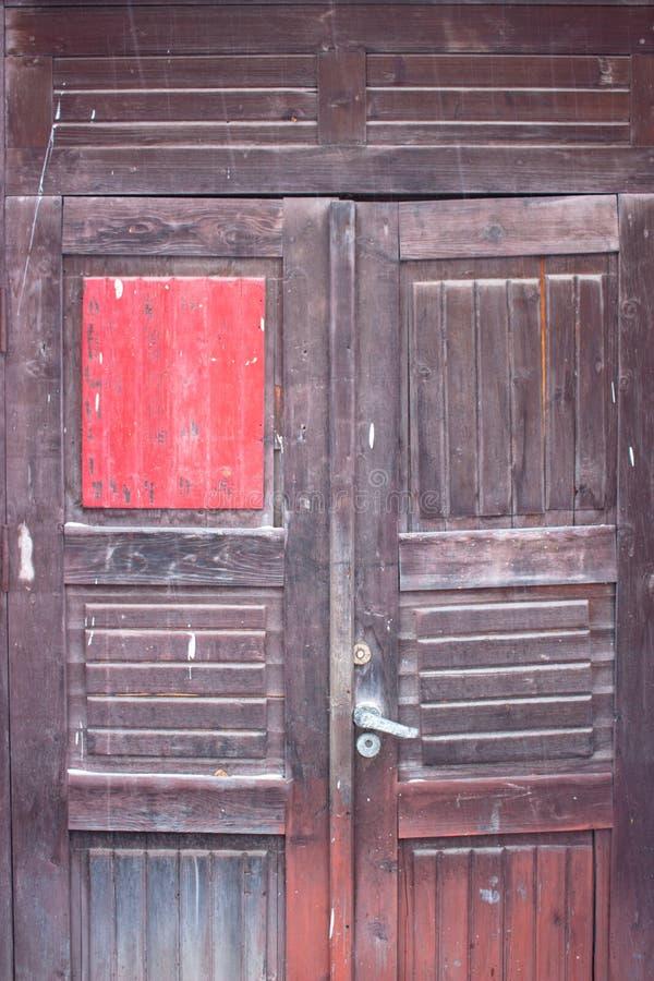 παλαιός κόκκινος ξύλινο&sigma στοκ εικόνες με δικαίωμα ελεύθερης χρήσης