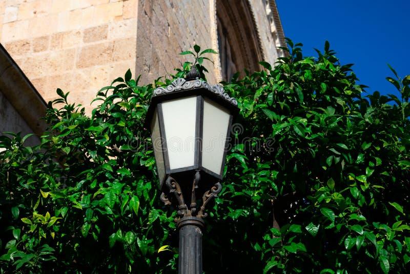 Παλαιός λαμπτήρας οδών Tarragona στην οδό στοκ φωτογραφίες