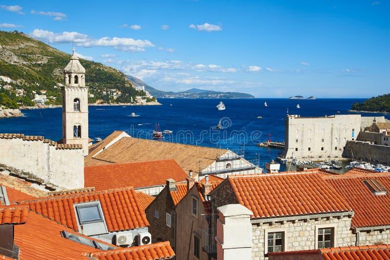 Παλαιός λιμένας και δομινικανό μοναστήρι σε Dubrovnik στοκ εικόνες