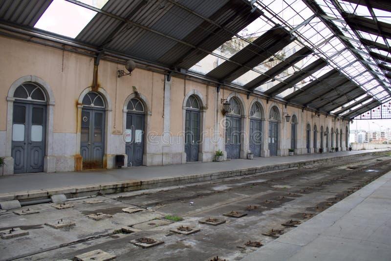 Παλαιός νεο-κλασσικός σιδηροδρομικός σταθμός Barreiro στοκ εικόνες