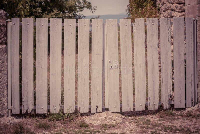 παλαιός ξύλινος πυλών στοκ φωτογραφίες