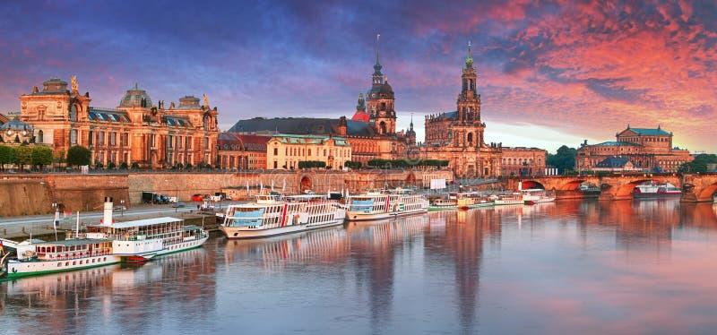 Παλαιός πόλης ορίζοντας της Δρέσδης, Γερμανία στον ποταμό Elbe στοκ φωτογραφία με δικαίωμα ελεύθερης χρήσης