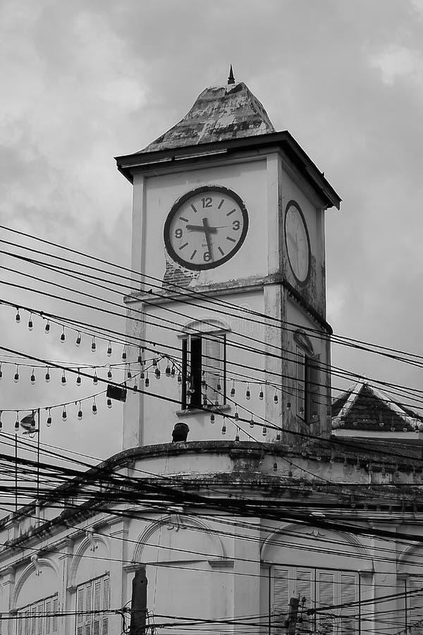 Παλαιός πύργος ρολογιών στην πόλη Phuket στοκ φωτογραφία