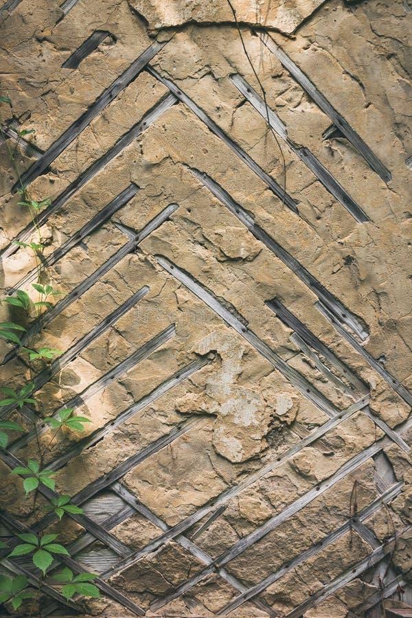 Παλαιός τοίχος με το ξύλινο πλέγμα πηχακιών στοκ φωτογραφίες
