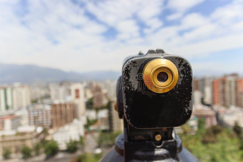 Παλαιός τρύγος που φαίνεται μονοφθαλμικό τηλεσκόπιο για την επίσκεψη και την άποψη του Σαντιάγο, Χιλή στοκ εικόνα με δικαίωμα ελεύθερης χρήσης