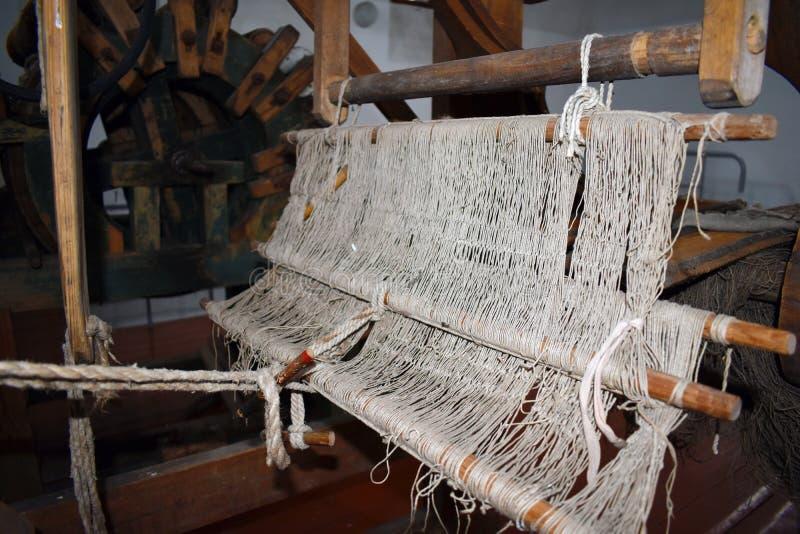 Παλαιός υφαίνοντας αργαλειός Εργαλείο seamstress στοκ φωτογραφία