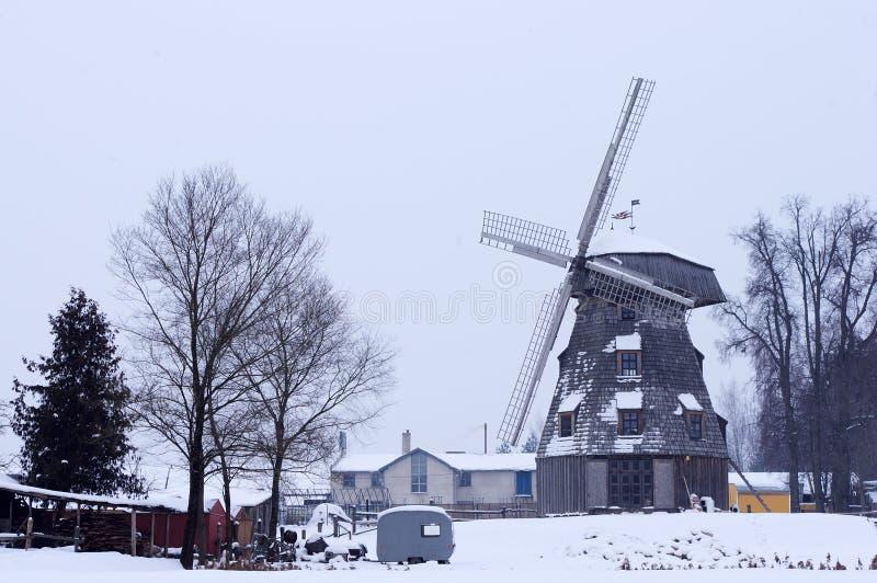 παλαιός χειμώνας ανεμόμυλων τοπίων στοκ φωτογραφία με δικαίωμα ελεύθερης χρήσης