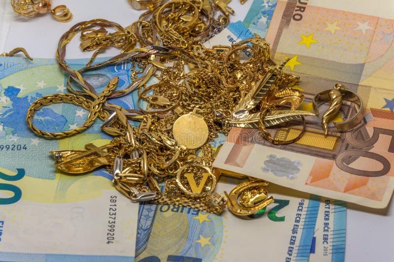 Παλαιός χρυσός στους ευρο- λογαριασμούς στοκ φωτογραφία