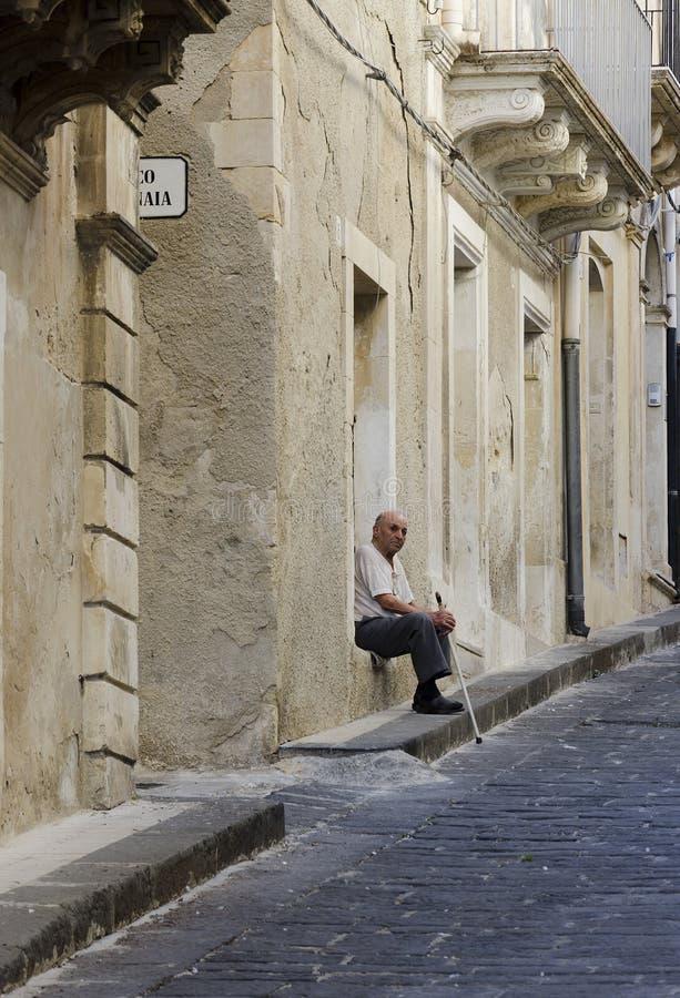 Παλαιότερος στην πόλη Noto στοκ εικόνες