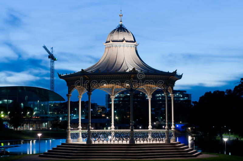 Παλαιότερο πάρκο Rotunda τη νύχτα στοκ φωτογραφία