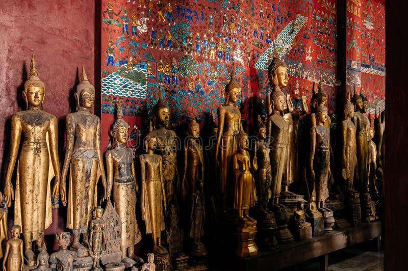 Παλαιό παλαιό άγαλμα του Βούδα στο λουρί Wat Xiang Luang Prabang, Λάος στοκ εικόνες με δικαίωμα ελεύθερης χρήσης