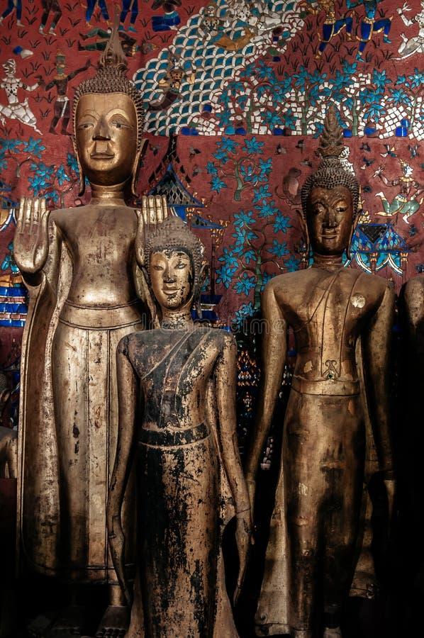 Παλαιό παλαιό άγαλμα του Βούδα στο λουρί Wat Xiang Luang Prabang, Λάος στοκ φωτογραφία με δικαίωμα ελεύθερης χρήσης