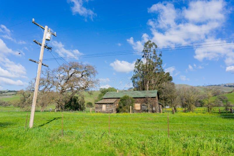 Παλαιό αγροτικό κτήριο, λίμνη κογιότ - Harvey αντέχει το πάρκο, Hill του Morgan, Καλιφόρνια στοκ εικόνες