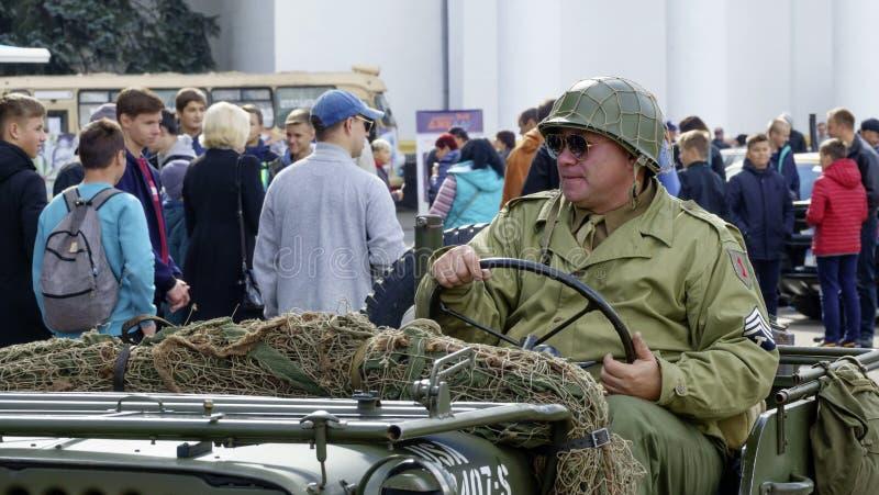 Παλαιό αναδρομικό στρατιωτικό τζιπ στοκ φωτογραφίες με δικαίωμα ελεύθερης χρήσης
