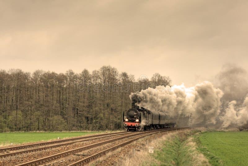 παλαιό αναδρομικό τραίνο &alpha στοκ εικόνες