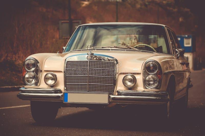 Παλαιό αναδρομικό benz της Mercedes 280s στοκ εικόνα