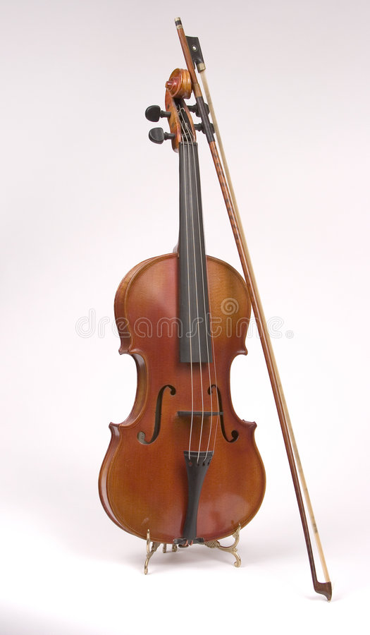 παλαιό βιολί στάσεων τόξων στοκ φωτογραφία με δικαίωμα ελεύθερης χρήσης