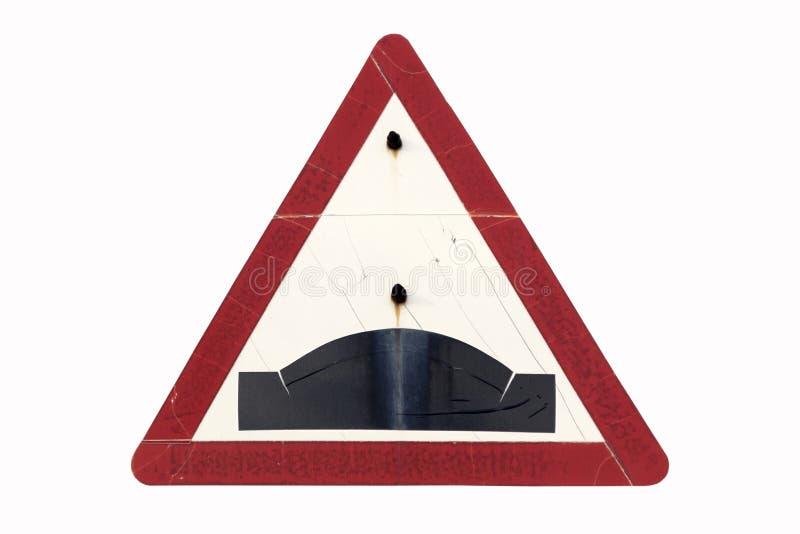Παλαιό βρώμικο σκουριασμένο τριγωνικό κόκκινο εξόγκωμα ` οδικών σημαδιών ` συνόρων στοκ φωτογραφία με δικαίωμα ελεύθερης χρήσης