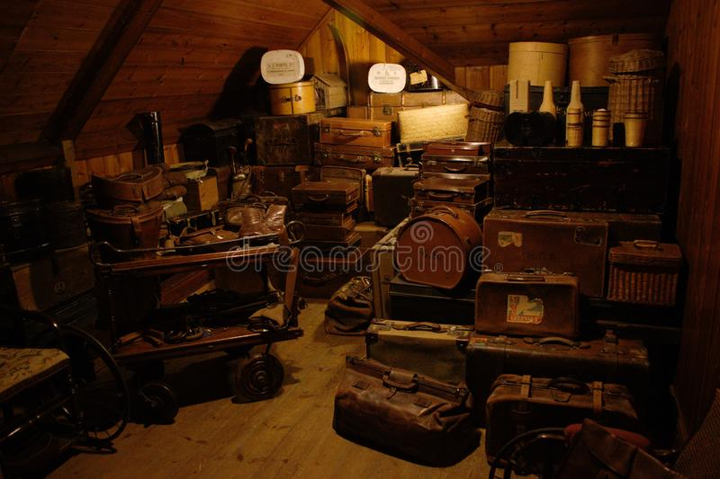 Παλαιό δωμάτιο αποθήκευσης βαλιτσών στοκ φωτογραφία