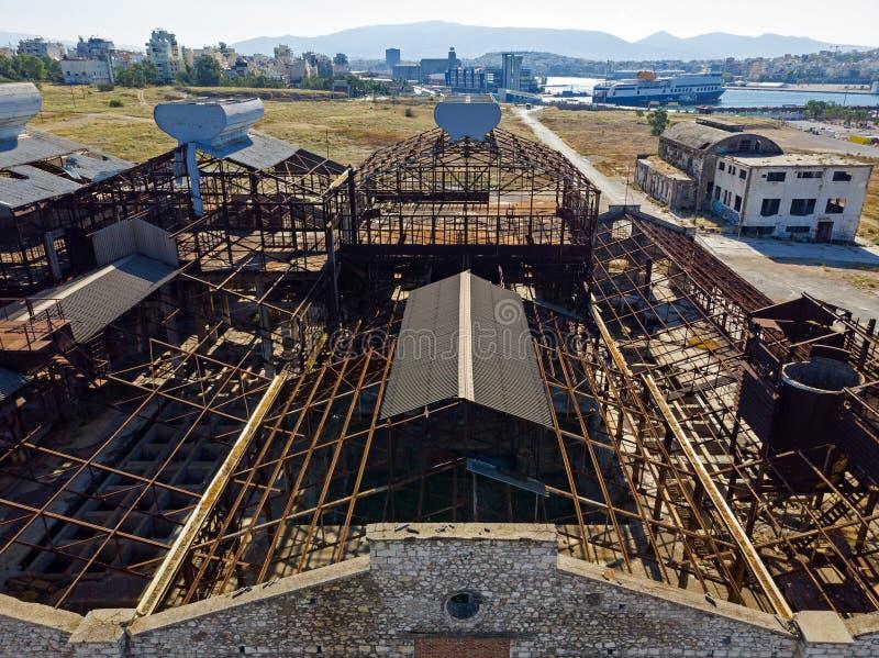 Παλαιό, εγκαταλειμμένο βιομηχανικό κτήριο άνωθεν στοκ φωτογραφίες με δικαίωμα ελεύθερης χρήσης