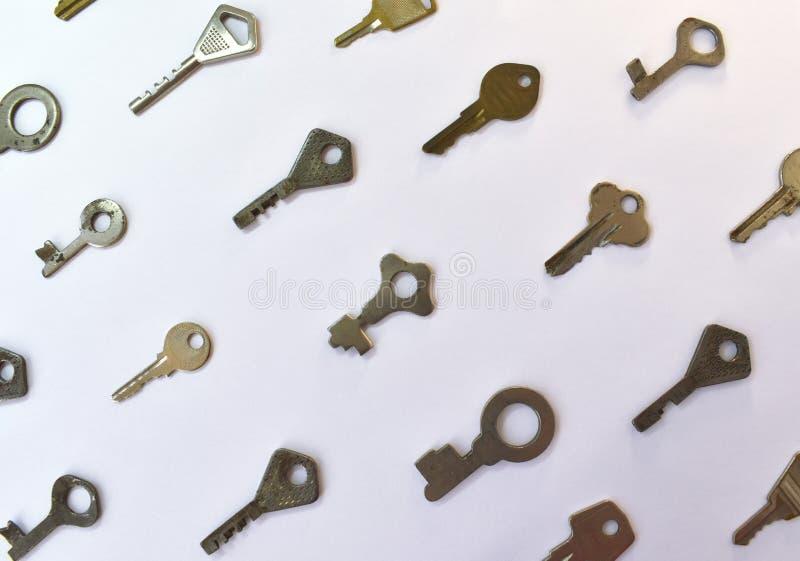 Παλαιό εκλεκτής ποιότητας διάφορο σχέδιο κλειδιών Παλαιά μετάλλων χρυσή διαφορετική ένδειξη χρώματος χαλκού ασημένια για το λουκέ στοκ φωτογραφίες