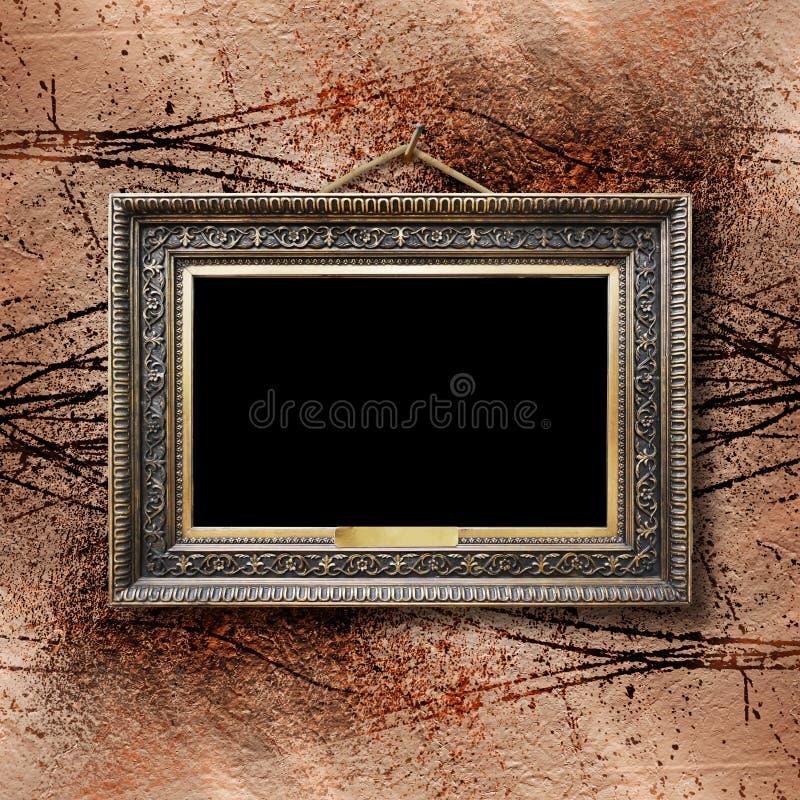 Παλαιό εκλεκτής ποιότητας χρυσό περίκομψο πλαίσιο για την εικόνα στον τοίχο στοκ φωτογραφίες