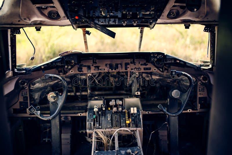 Παλαιό εμπορικό πιλοτήριο αεροπλάνων ζημίας στοκ εικόνα