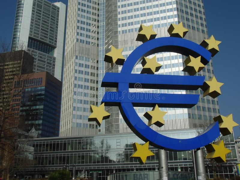 Παλαιό ευρο- σημάδι Ευρωπαϊκής Κεντρικής Τράπεζας στη Φρανκφούρτη στοκ φωτογραφίες