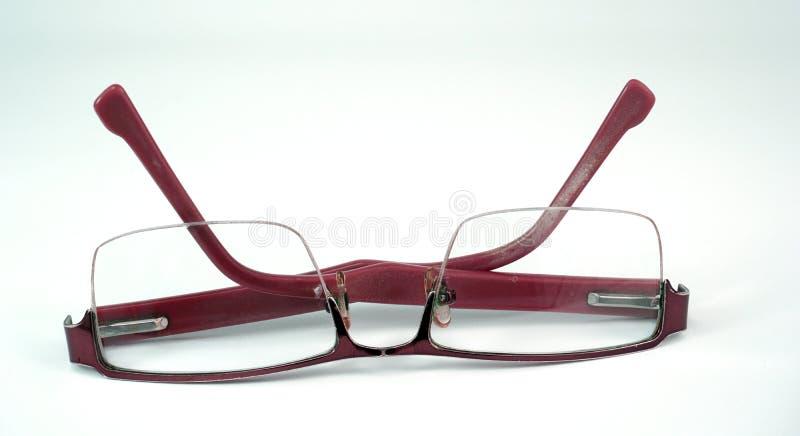 Παλαιό ζευγάρι των γυαλιών στο άσπρο υπόβαθρο στοκ φωτογραφίες