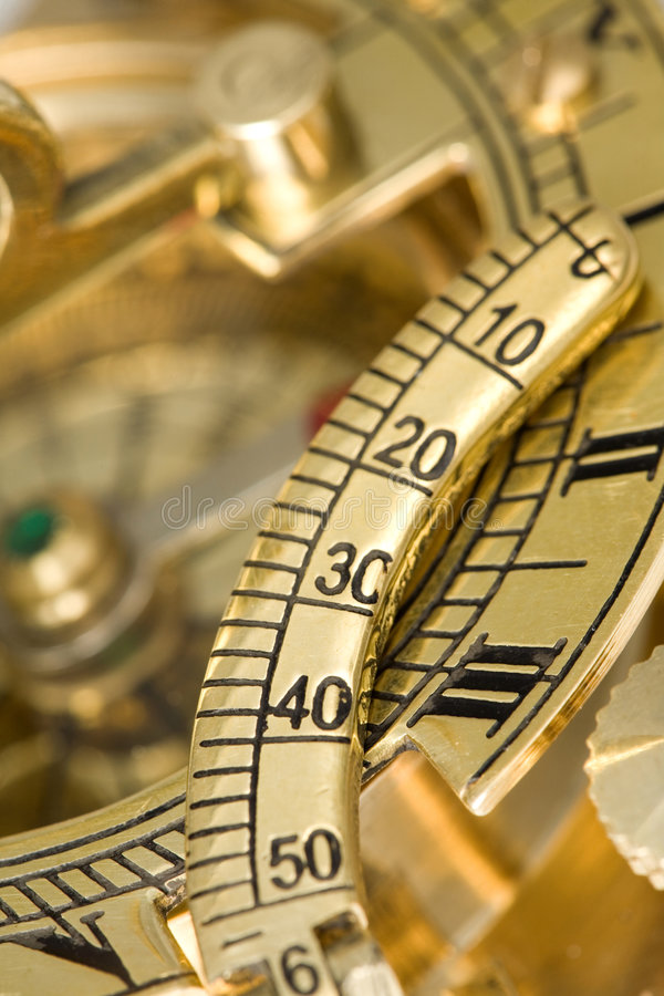 παλαιό ηλιακό ρολόι πυξίδ&omeg στοκ εικόνα με δικαίωμα ελεύθερης χρήσης