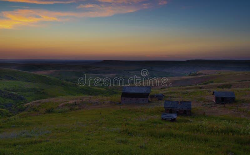 Παλαιό ηλιοβασίλεμα αγροκτημάτων στη Μοντάνα στοκ φωτογραφίες με δικαίωμα ελεύθερης χρήσης