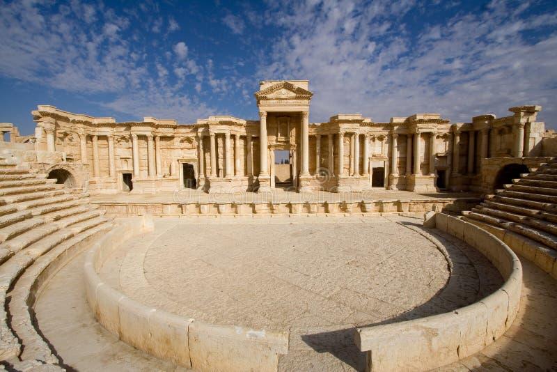 παλαιό θέατρο της Συρίας palm στοκ εικόνες